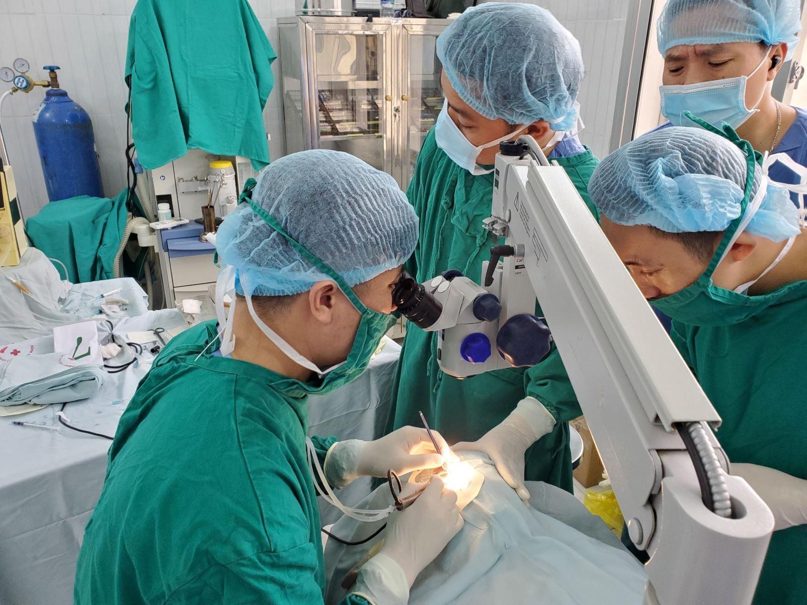 Bệnh viện 19-8 mổ mắt từ thiện cho nhân dân huyện Văn Lãng, tỉnh Lạng Sơn