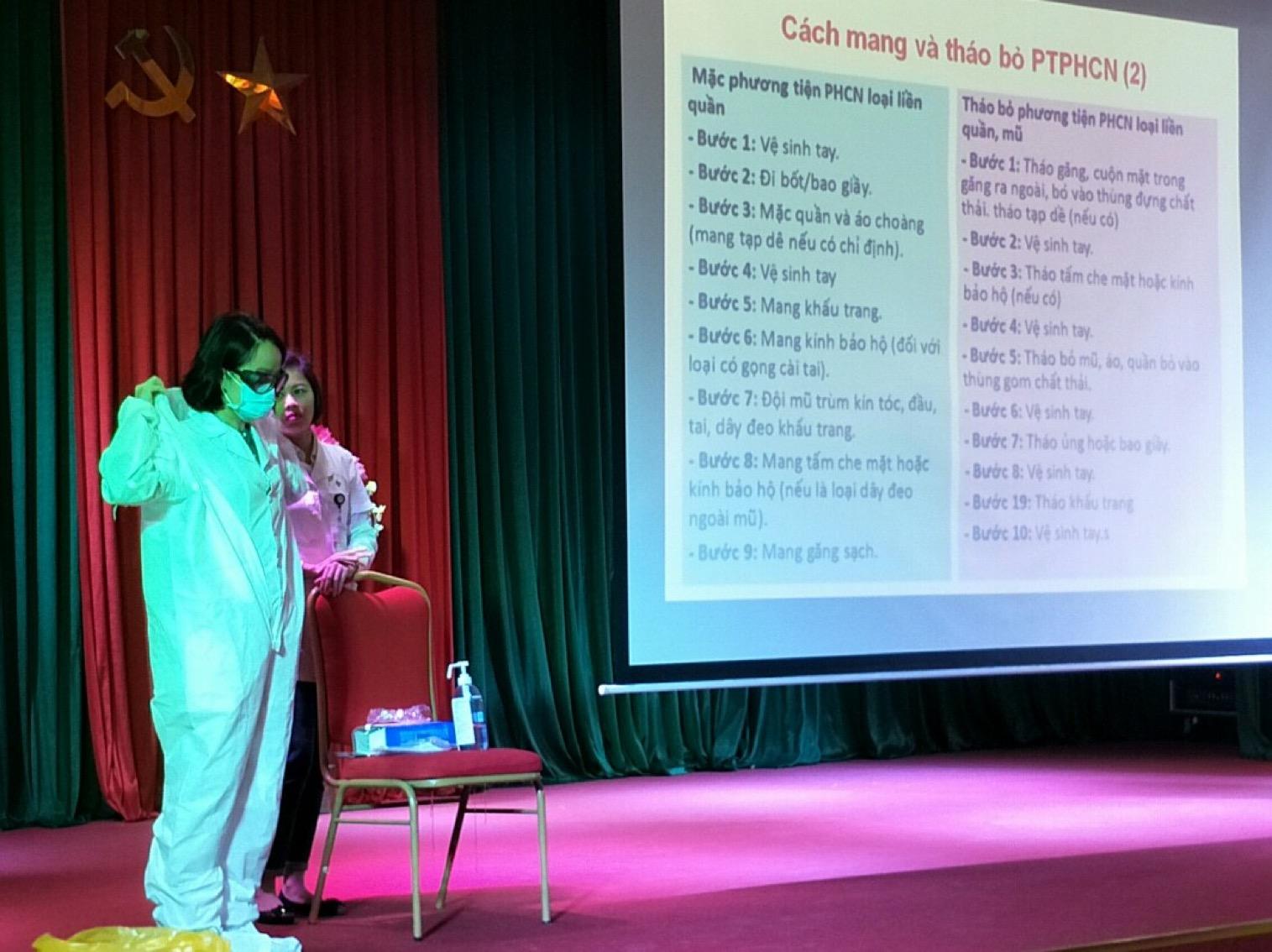 Công tác tập huấn phòng, chống dịch bệnh covid-19 tại Bệnh viện 19-8