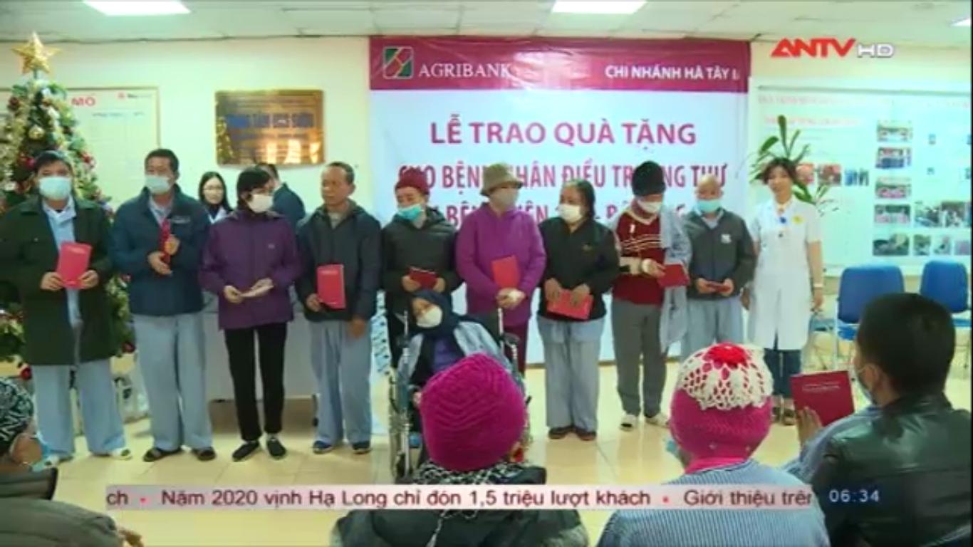 Bệnh viện 19-8 trao quà cho bệnh nhân ung thư
