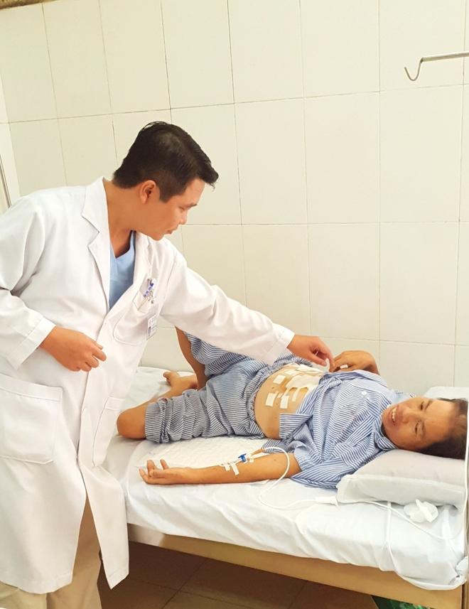 Bệnh viện 19-8 phẫu thuật ung thư dạ dày bằng kỹ thuật nội soi